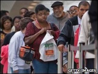 Asistentes a una feria del trabajo en Baltimore