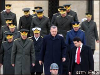 اردوغان وقيادة الجيش