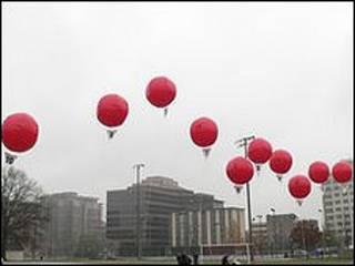 Globos rojos (Foto: DARPA)