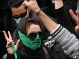 Miembros de la oposición protestan en la Universidad de Teherán, 7 de diciembre de 2009