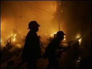 Api di pasar Lahore