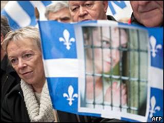 Charlotte Cassez, madre de Florence Cassez, en una manifestación