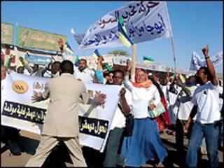 متظاهرون من المعارضة السودانية
