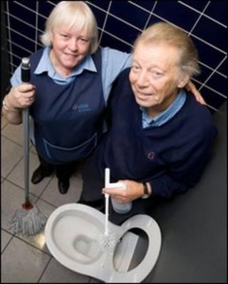 曼城机场清洁人员
