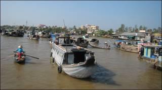 Trên sông Mekong