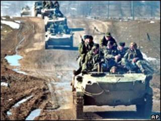 Российская бронетехника в Веденском районе Чечни