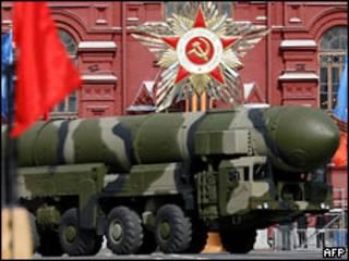 Российские ракеты во время военного парада на Красной площади