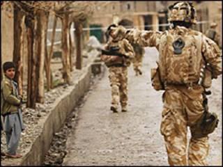 سربازان بریتانیایی در ولسوالی سنگین