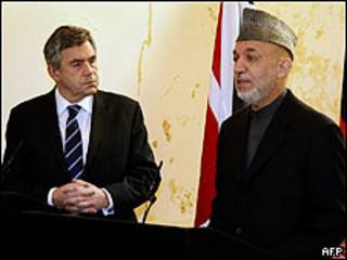 Gordon Brown y Hamid Karzai