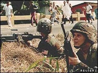 Soldados estadounidenses en la invasión a Panamá