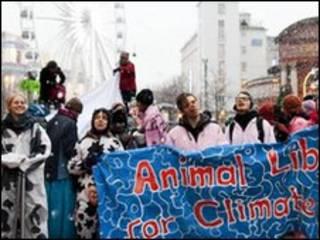متظاهرون من انصار البيئة في كوبنهاجن