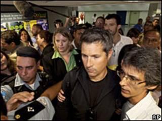 O pai de Sean, David Goldman, dá entrevista no Rio