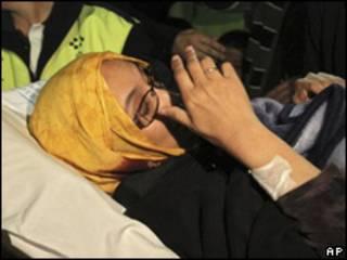 Aminetu Haidar, antes de subir al avión de regreso a El Aaiún.
