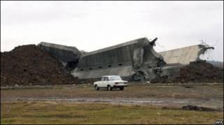 Kutaisi'deki anıtın yıkıntısı