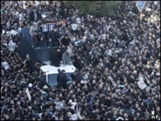 Procesión funeraria del gran ayatola Hoseyn Ali Montazeri