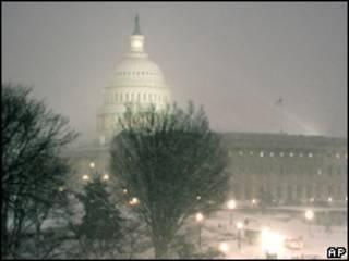 Capitolio en Washington en medio de una tormenta de nieve