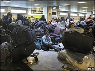 Pasajeros en el aeropuerto de Barajas, Madrid
