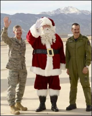 Santa en la base de la Fuerza Aérea de Peterson,. Colorado. Foto: MCW (AW)