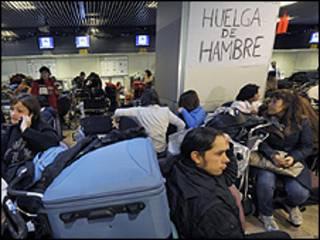 ركاب في مطار مدريد