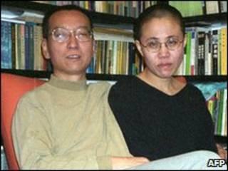 Ông Lưu Hiểu Ba và vợ, ảnh chụp tại Bắc Kinh 10/2002