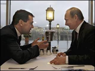 रूसी राष्ट्रपति दिमित्री मेदवेदेव और प्रधानमंत्री व्लादिमीर पूतिन