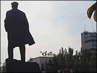 Силует пам'ятника Леніну в Донецьку