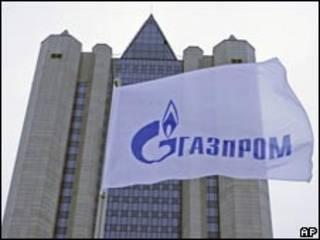 "Флаг с логотипом компании ""Газпром"""
