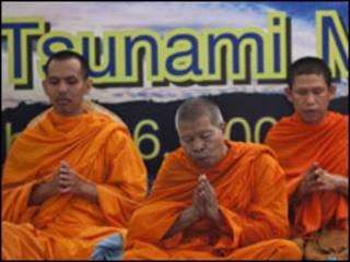 Monges budistas em Phuket, Tailândia