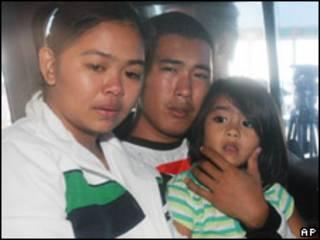 Семья выживших в кораблекрушении