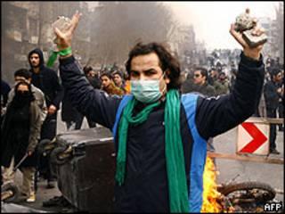 Manifestante em Teerã