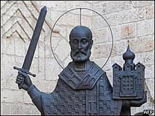 Estatua de San Nicolás en iglesia ortodoxa de Bari