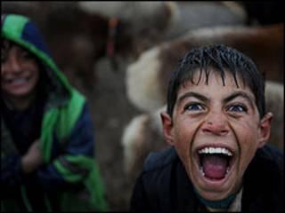Niños a las risas
