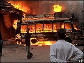 Violencia durante procesión chiíta en Pakistán
