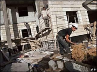 Obrero en un asentamiento judío.