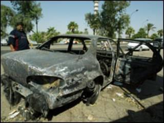 Carro destruído no incidente em Bagdá em 2007