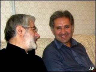 Mousavi (iz.) con su sobrino Seyed Ali