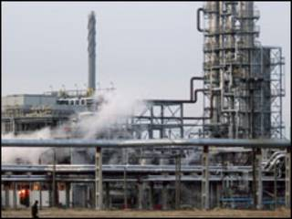 нафтопереробний завод у місті Мозир