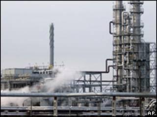 Нефтеперерабатывающий завод в Белоруссии