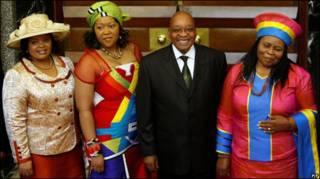 Zuma con sus esposas