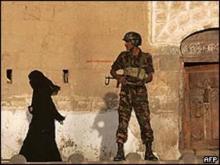 Guardia en Sanaa.