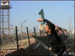تظاهرات ساکنان غزه در مرز رفح