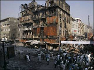Разрушенный взрывом дом