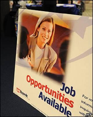 Cartel anunciando posibilidades de empleo en California