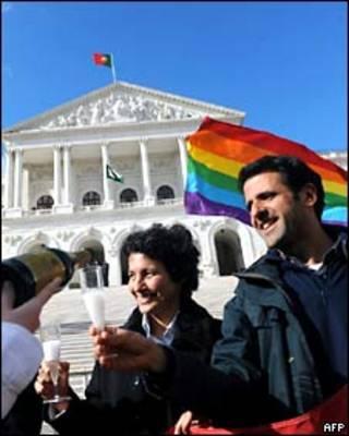 Celebración ante el parlamento portugués