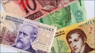 Fotomontaje con pesos argentinos y reales brasileños