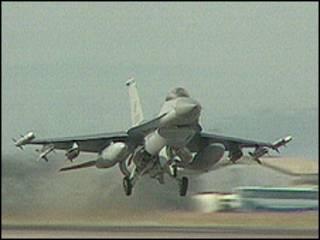 Avión de combate F16.