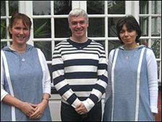 Scott Velleman con dos monjas