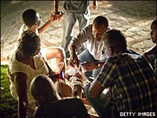 Haitianos nas ruas de Porto Príncipe