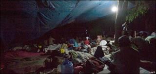 海地首都太子港大批災民在某廣場上露宿(13/1/2010)
