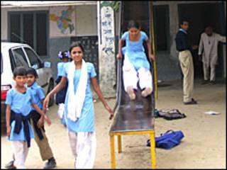 भारत में स्कूलों की हालत ख़स्ता
